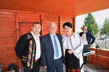07.43.57 366x244 - Danicei Valcea - Poze si Filmari - Studioul Amintirilor Fotofraf Valcea Danicei
