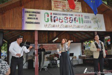 ed2 366x244 - Danicei Valcea - Poze si Filmari - Studioul Amintirilor Fotofraf Valcea Danicei