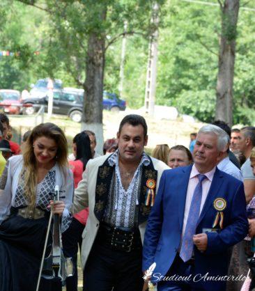 ed6 366x418 - Danicei Valcea - Poze si Filmari - Studioul Amintirilor Fotofraf Valcea Danicei